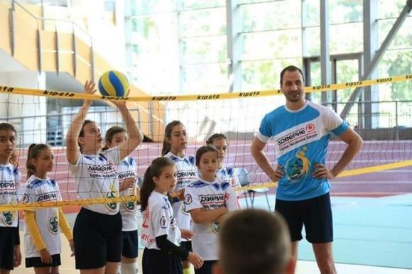 """Звездата на световния волейбол Матей Казийски тренира млади надежди в """"Камчия"""" (видео + снимки)"""