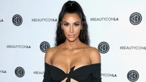 Ким Кардашян представя новия си парфюм със секси снимки