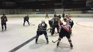 Хокеят ни прати в историята опасните дървени мантинели