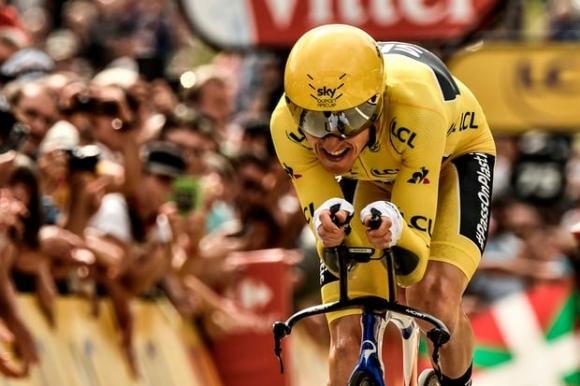 """Шампионът в """"Тур дьо Франс"""": Опитвам се да сдържа сълзите си"""