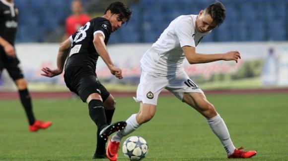 Акрапович включи трима нови в групата на Локо (Пд) за мача със Славия