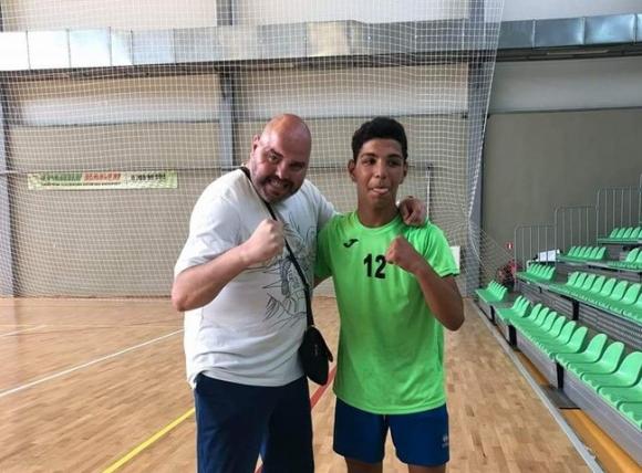 Живко от Сливен учи циганчета на волейбол
