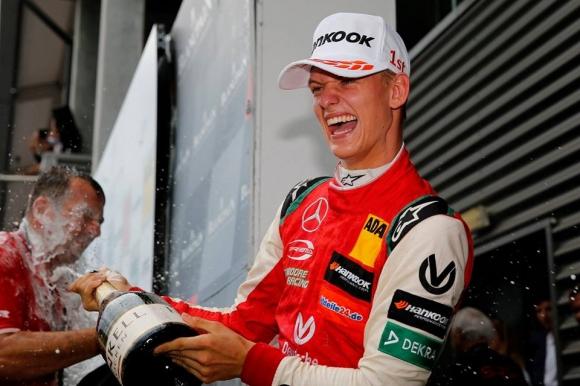 """Синът на Шумахер с първа победа във Формула 3 на """"Спа"""""""