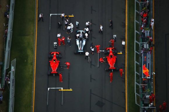 Новият шеф на Ферари допусна първа грешка
