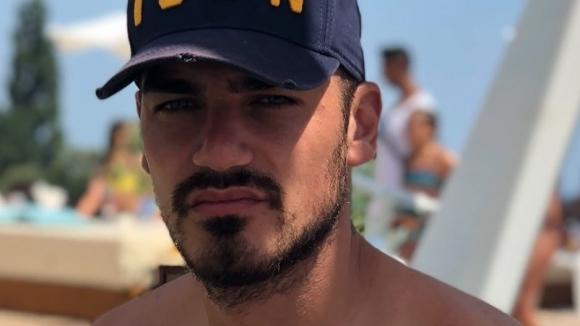 Футболист на Черно море с гореща фотосесия край морето