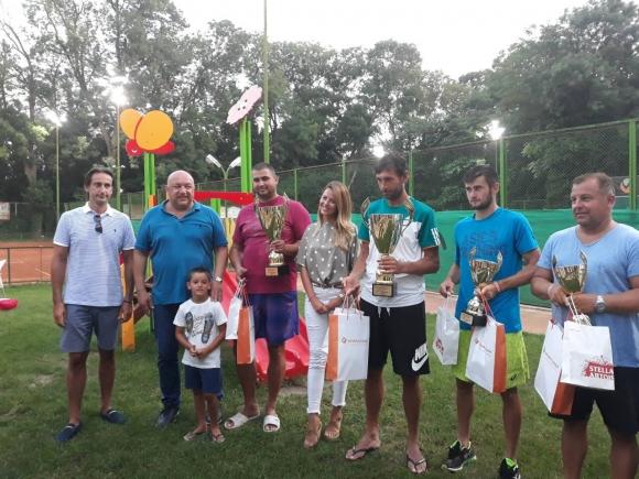 Министър Кралев награди победителите в про-ам турнир по тенис