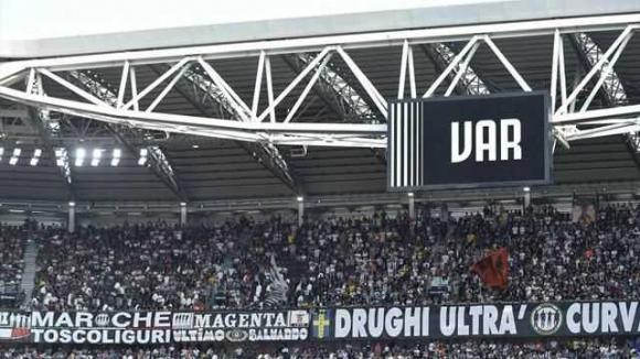 В Италия ще могат да гледат повторенията на ВАР директно на стадиона