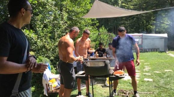 Волейболистите на Левски сплотиха колектива с барбекю (снимки)