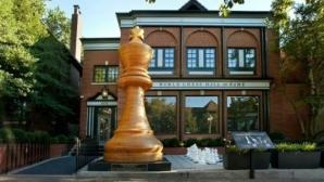 Най-голямата шахматна фигура беше показана в Сейнт Луис