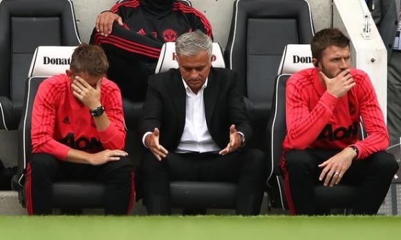 Посредственост или умора от Моуриньо мъчи Юнайтед