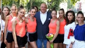 Министър Красен Кралев пожела пълна зала на гимнастичките
