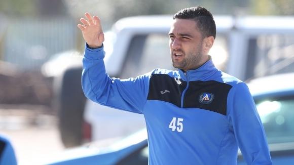 Лидерът във Втора лига чака бивш капитан на Левски