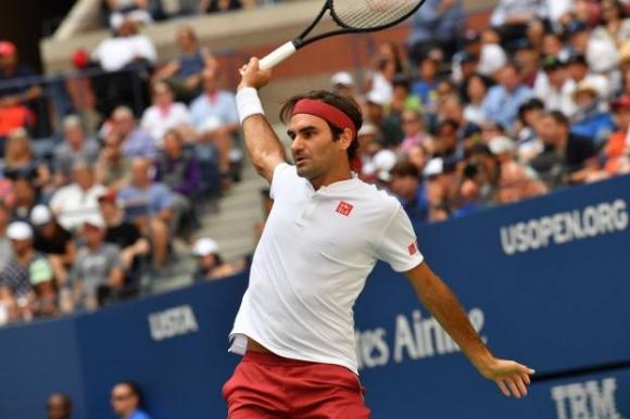 Федерер изнесе експресен урок на Кириос