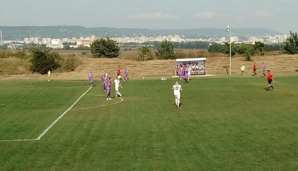 Хитрино продължи победния си ход в Трета лига и в Тополи