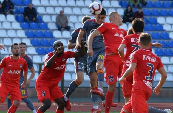 Георги Костадинов с жълт картон при равенство на Арсенал