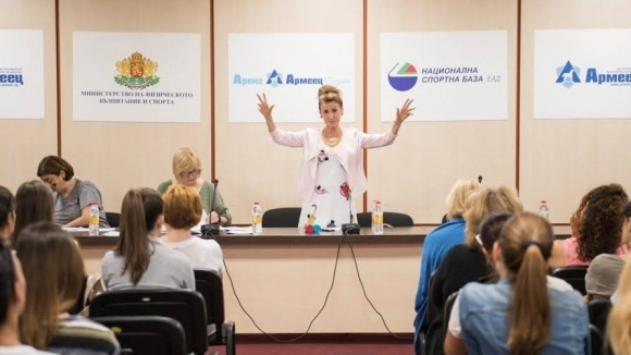 """В зала """"Арена Армеец"""" кипи трескава подготовка за СП по художествена гимнастика"""