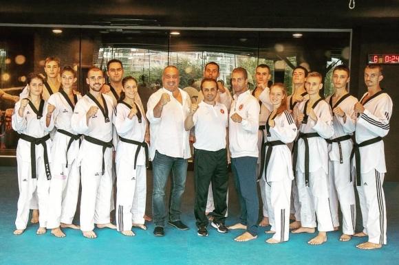 Световен шампион тренира олимпийските таекуондисти на България