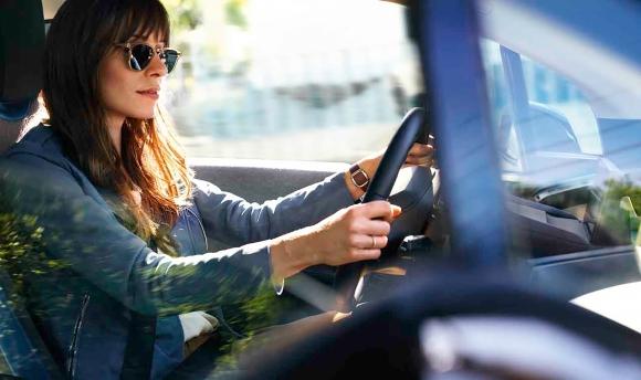 Интелигентен дигитален асистент ще общува с пасажерите в новите модели на BMW