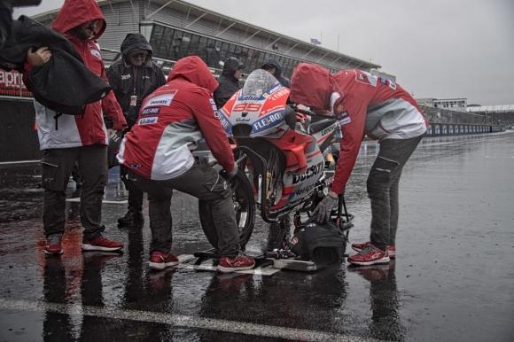 В MotoGP вече са подготвени за състезание в понеделник