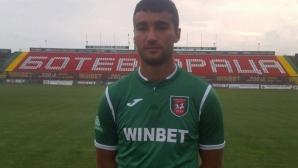 Синът на Кременлиев сменя отборите като носни кърпички