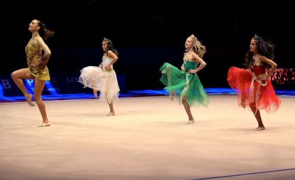 Световното първенство по художествена гимнастика беше открито със стилна церемония (видео)