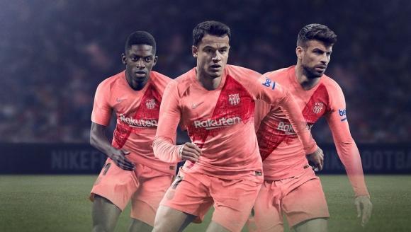 Барселона представи стилен, но розов екип