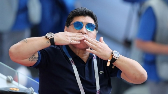 Марадона подкрепи VAR и захапа англичаните