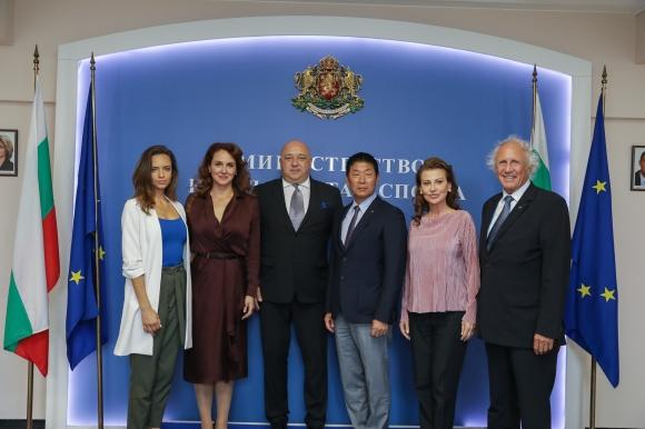 Министър Кралев се срещна с президента на Международната федерация по гимнастика Моринари Ватанабе