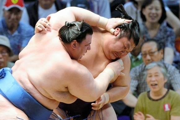 Аоияма сложи край на серията от загуби в Токио