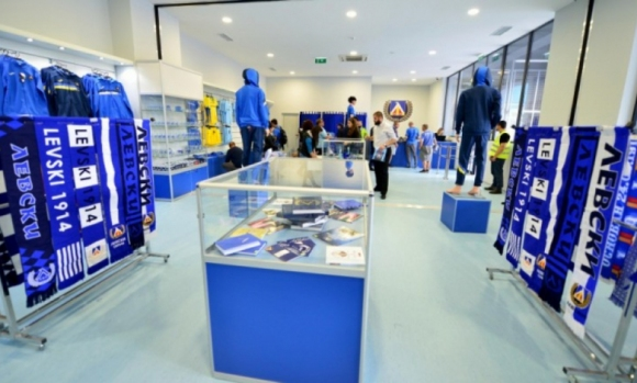 """""""Сините"""" обявиха кога ще отворят ремонтирания официален магазин"""