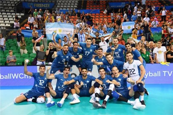 Аржентина се справи с Доминиканската република за първата си победа (видео + снимки)
