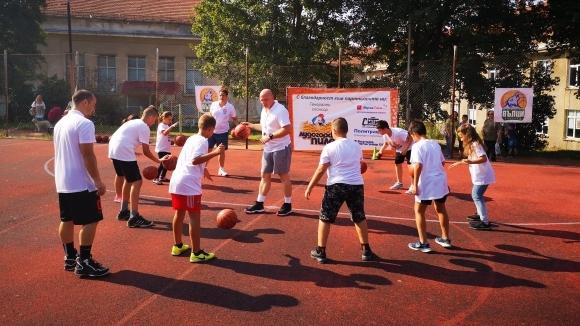 """Баскетболен празник в Разград - школата за деца """"Вълци"""" стартира дейност с над 70 деца"""