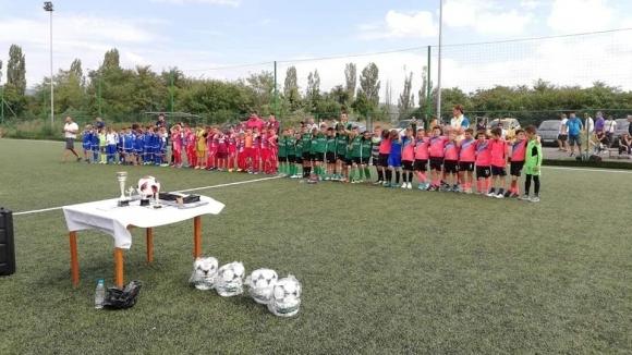 Децата на Ботев (Враца) спечелиха първия турнир в памет на Румен Ненов