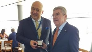 Красен Кралев с медал от президента на МОК Томас Бах