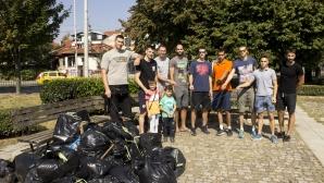 """Монтюпе и ВК Дунав Русе почистиха парка на """"Възрожденците"""""""