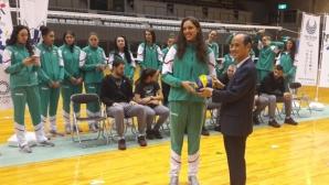 Кметът на Окаяма награди волейболистките