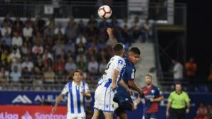Реал Сосиедад удържа победата над Уеска с девет души (видео)