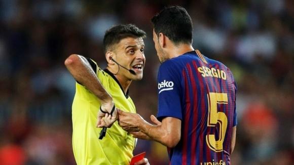 От Барселона скочиха срещу съдията, удареният с лакът се извинил на Лангле