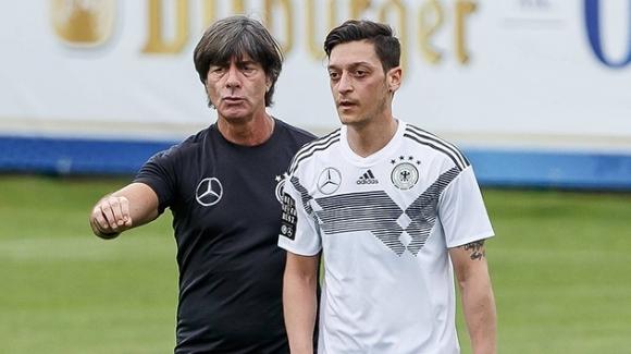 Йозил не искал да говори с хората от националния отбор на Германия