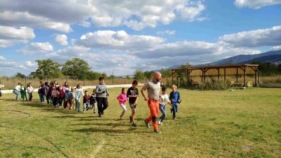 """Над 100 деца от две пловдивски училища ще стартират заедно с Краси Георгиев за """"55 часа"""""""