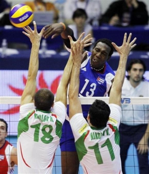 Владо Николов предложил на Робертланди Симон да играе за България