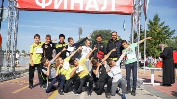 Деца от школата на Ботев (Пд) взеха участие в благотворителен крос