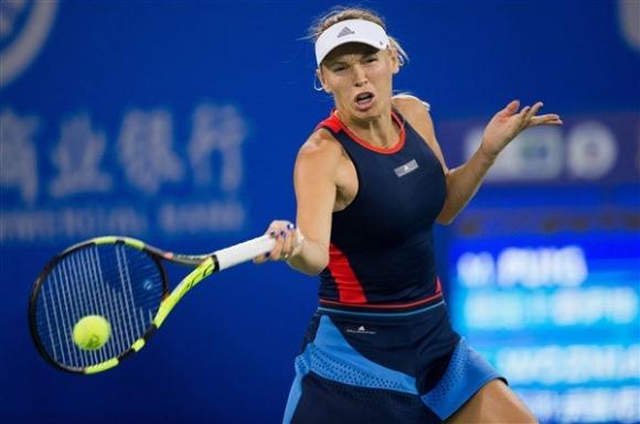 Вожняцки и Осака с победи на старта на турнира в Пекин