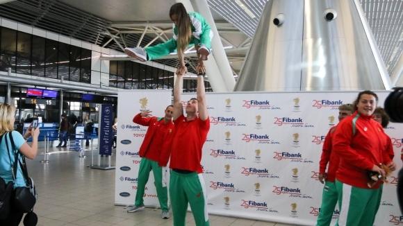 Шоу на летището при изпращането на младите олимпийци