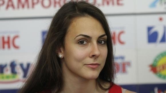Мария Мицова се класира за четвъртфиналите на сингъл и на смесени двойки в София