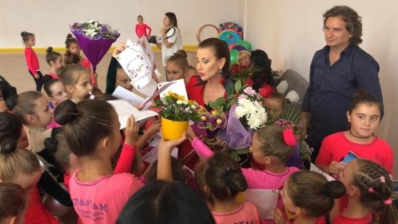 Цветя и картички за Илиана Раева в новата зала на Спартак (Пд)