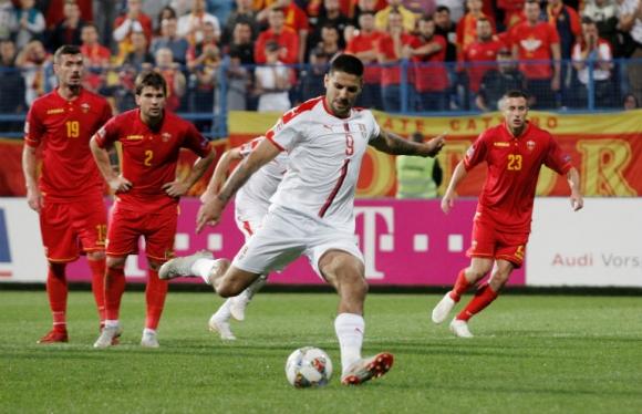 Митрович герой за Сърбия в историческия мач с Черна гора (видео)
