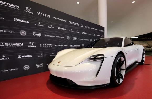 Porsche разкри детайли около производството на първия си електромобил