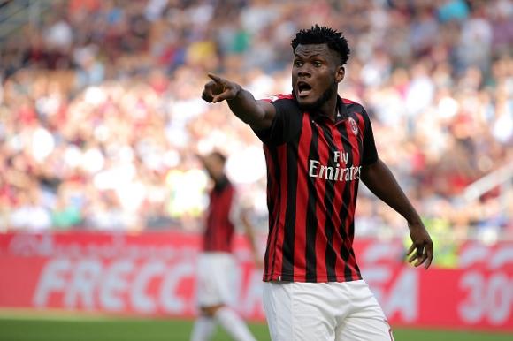 Китайци изкушават титуляр на Милан