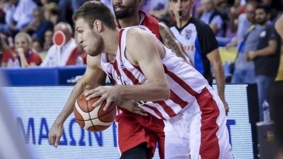 Везенков отбеляза 12 точки, Олимпиакос допусна първа загуба в Евролигата
